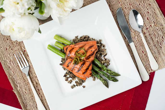 asparagus with grilled salmon
