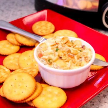 Slow Cooker New England Clam Dip