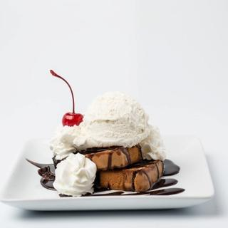 Grilled Pound Cake Sundaes image